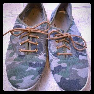 🔥. PERFECT Little Camo Shoes 👟❤️